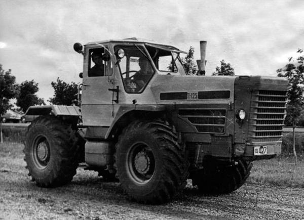 Колесный трактор Т-125 харьковского тракторного завода